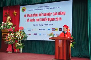 Lễ trao bằng tốt nghiệp Cao đẳng và Ngày hội tuyển dụng năm 2019
