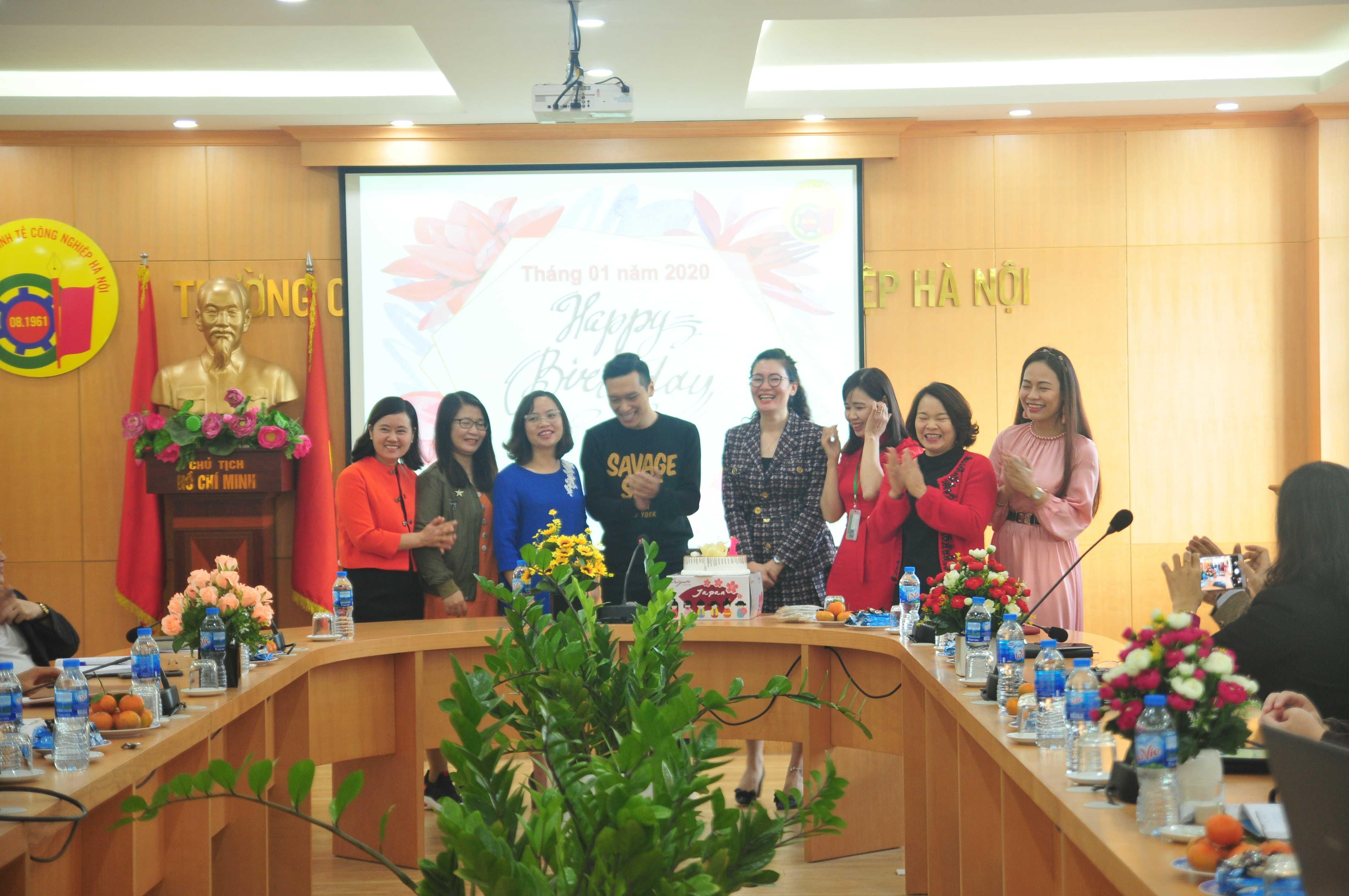 Tổ chức sinh nhật  Tháng 01 cho cán bộ viên chức